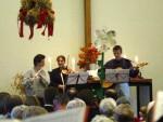 Instrumentalteam: Claudia Rehfeldt, Sabine Gatidis und Horst beim Einführungsgottesdienst von Volker Lübke zu Erntedank 2003 in der Gemeinde Matthias Claudius (Heiligensee)
